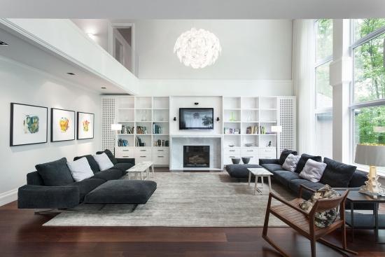 Biblioteca alba si canapele gri inchis design modern minimalist