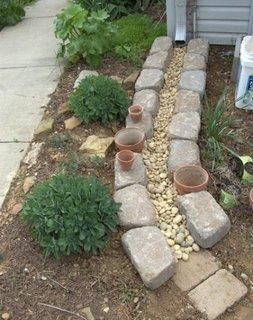 Sistem redirectionare apa de la burlane in gradina