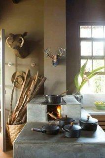 Bucatarie rustica cu soba cu plita