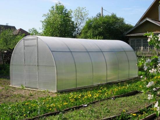 Solar acoperit cu placi de policarbonat