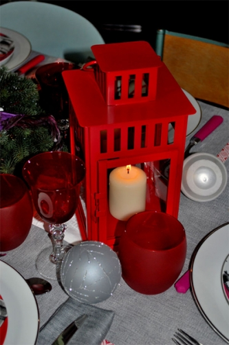 Felinar rosu pentru decorarea centrului mesei de Craciun