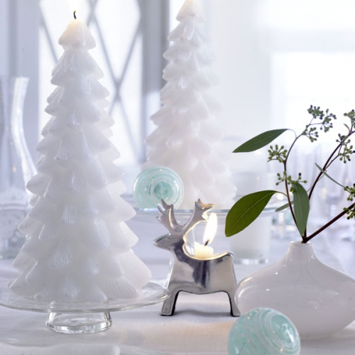 Lumanari in forma de braduti albi decoratiuni pentru masa de Craciun