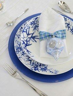 Set de farfurii albastre si albe cu motive albastre