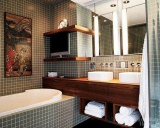 Lavoare duble cu masca de lemn cu sertare si etajere pentru prosoape