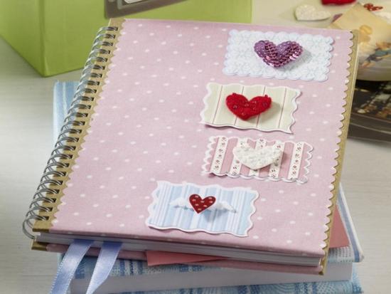 Caiet gen jurnal roz decorat cu inimioare