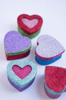 Cutiute in forma de inima cu sclipici