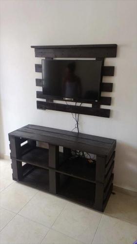 Baza pentru TV din lemn reconditionat