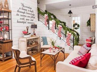 Idee frumoasa decorare scara interioara pentru sarbatorile de iarna
