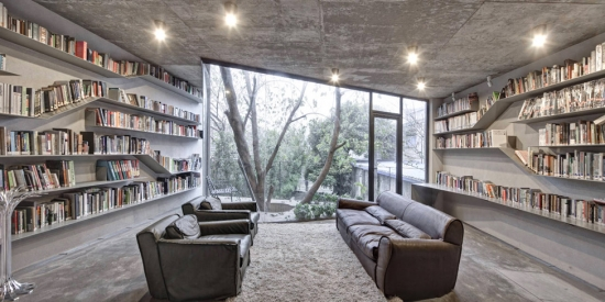 Biblioteca printre nisip carti si stanci acasa