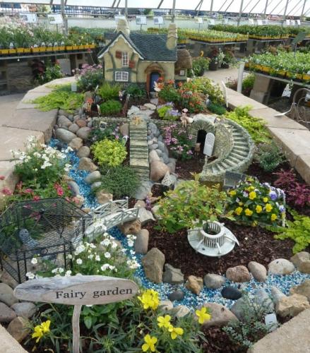 Jardiniera DYI inedita pentru decorarea teraselor