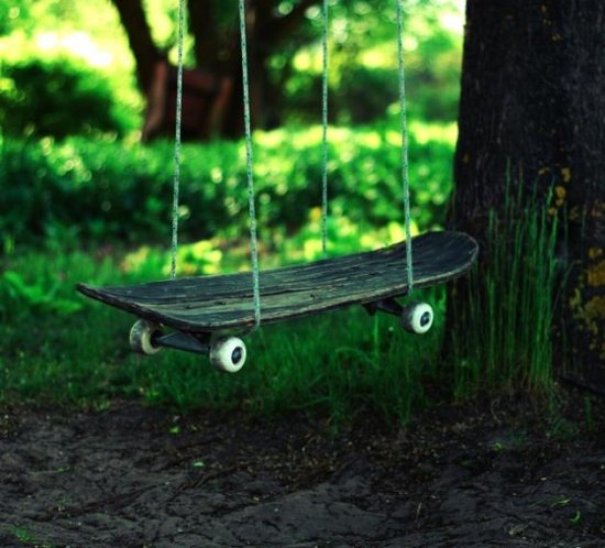 Skateboard transformat in leagan de gradina