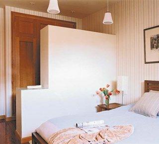 Perete fals in dormitor