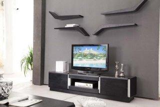 Comoda TV neagra cu etajere suspendate deasupra