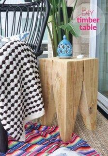 Noptiera din lemn masiv