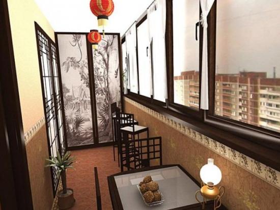 Balcon amenajat in stil oriental cu paravan decorativ