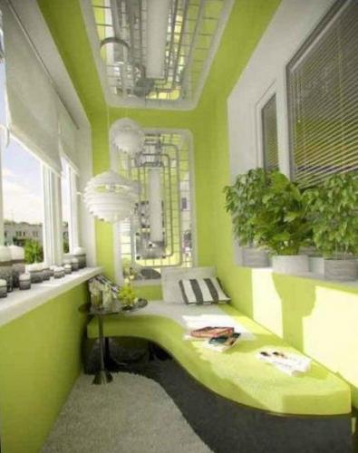Balcon amenajat in stil retro cu canapea asimetrica