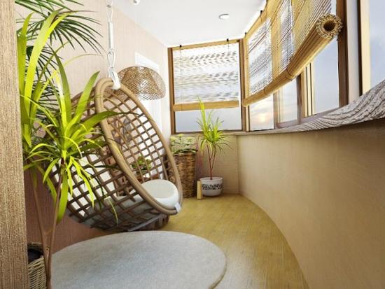 Balcon cu parchet  jaluzele corpuri de iluminat si fotoliu suspendat din bambus