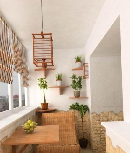 Pereti din balcon placati partial cu piatra decorativa galbena