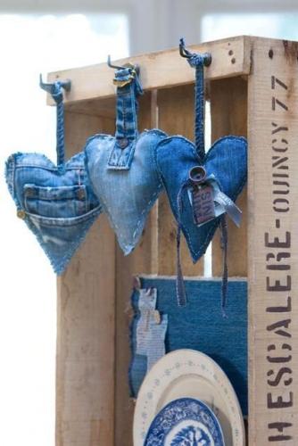 Inimioare decorative din blugi