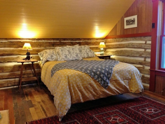 Dormitor casa veche renovata