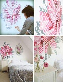 Schema crosetat pictata pe perete