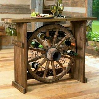 Suport rustic sticle de vin in roata de lemn