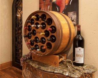 Suport sticle de vin din butoi de lemn