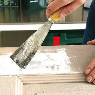 Aplicare pasta retus lemn