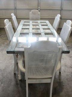 Masa eleganta din usa veche