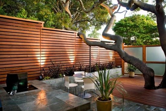 Gard din lemn cu sipcile dispuse orizontal