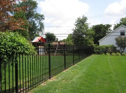 Gard pentru gradina confectionat din fier forjat