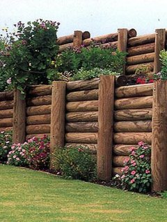 Gard pentru gradina din busteni de copac