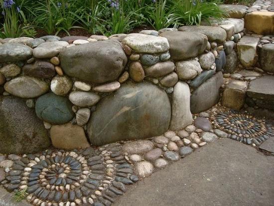Gardut de gradina realizat din pietre  de rau