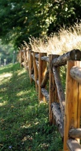 Model rustic de gard din lemn
