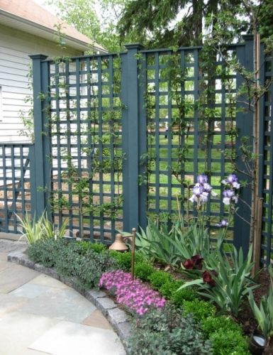 Panou decorativ folosit pentru realizarea unui gard pentru gradina