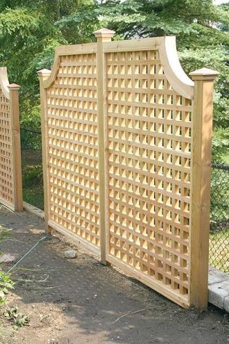 Panou decorativ perforat folosit ca si grad pentru gradina