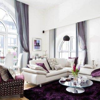 Asociere de alb cu tonalitati de violet
