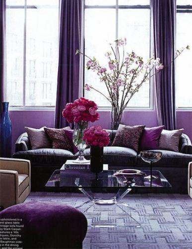 Living in diferite tonalitati de violet