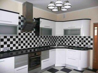 Bucatarie cu decor alb negru