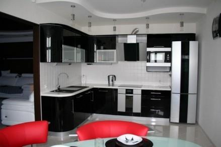 Bucatarie cu decor negru alb