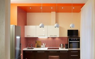 Bucatarie cu decor portocaliu