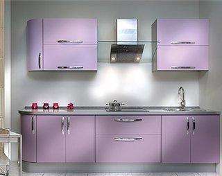 Bucatarie cu decor violet