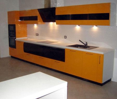 Bucatarie moderna portocalie