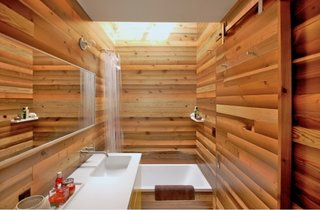 Baie placata in intregime cu lemn de bambus