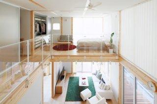 Dormitor amenajat la etaj in stil loft