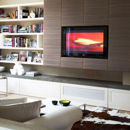 TV incastrat in mobilierul de living