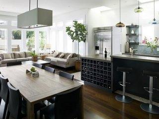 Living open space cu bucatarie cu mobila neagra