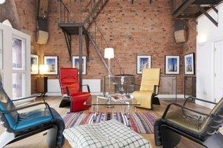 Apartament cu perete din caramida