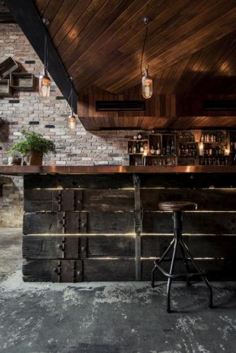 Idee pentru amenajarea unui bar in stil industrial