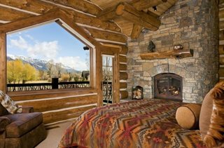 Dormitor cu fereastra fixa mare